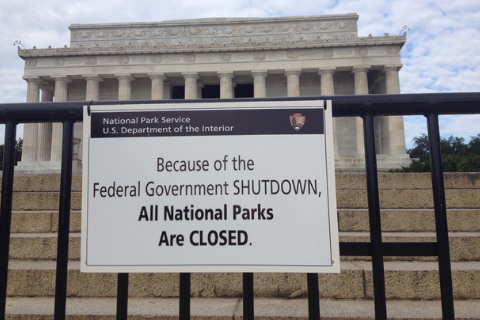 Government Shutdown Sign in front of Lincoln Memorial